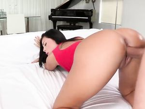 Fuck And Facial With Curvaceous Slut Gianna Nicole